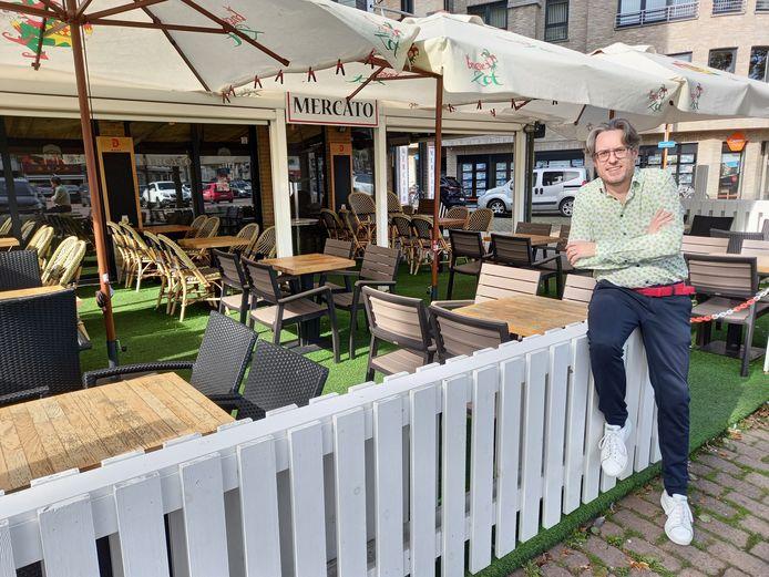 Pascal Versteghe voor zijn terras van Mercato op de Grote Markt.