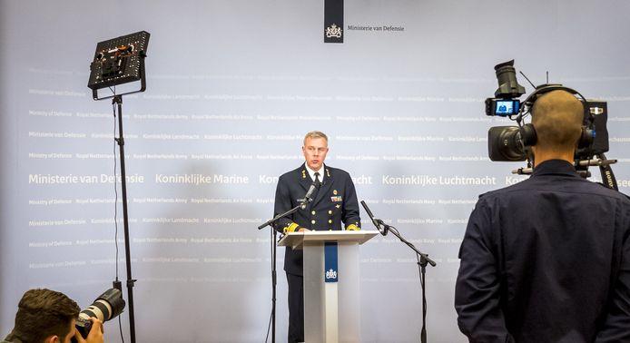 Commandant der Strijdkrachten Rob Bauer vertelt tijdens een persconferentie op het ministerie van Defensie dat er twee militairen zijn omgekomen bij een helikoptercrash.
