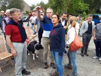 Vlaams minister Zuhal Demir wandelt door Zwalmstreek