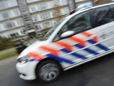 Vrachtwagenchauffeur rijdt door na botsing in Wierden