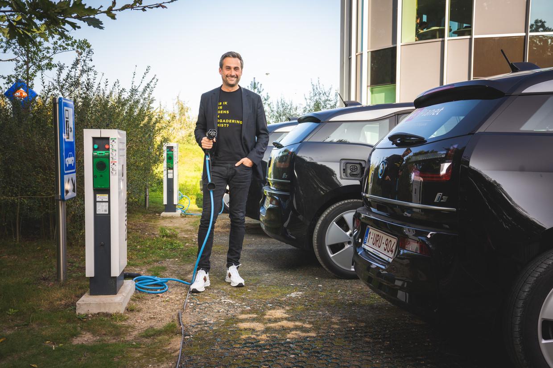 Planet Group-CEO Sam Baro haalde twee jaar geleden het nieuws, omdat zijn bedrijf het groenste wagenpark van het land had. Van de 50 BMW i3's die hij toen had aangekocht, staan er vandaag 10 à 15 ongebruikt op de parking. Beeld Wannes Nimmegeers