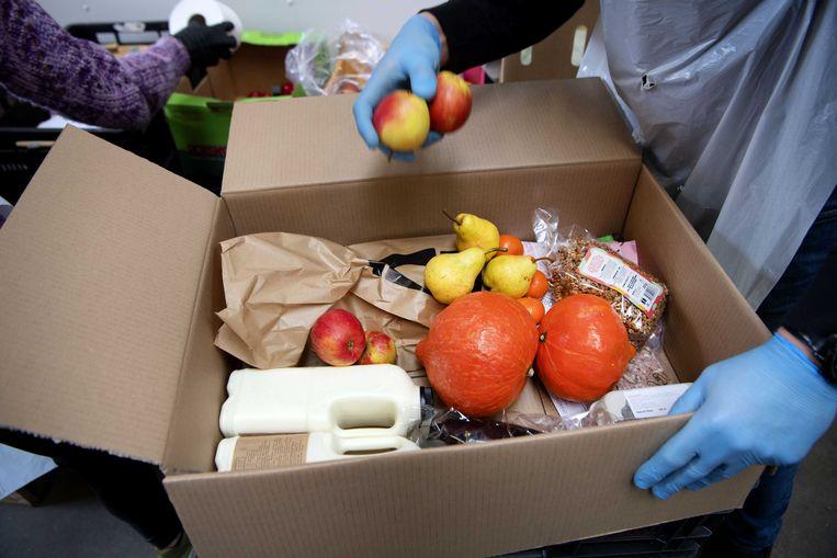 Een doos van Support Your Locals. Beeld ANP
