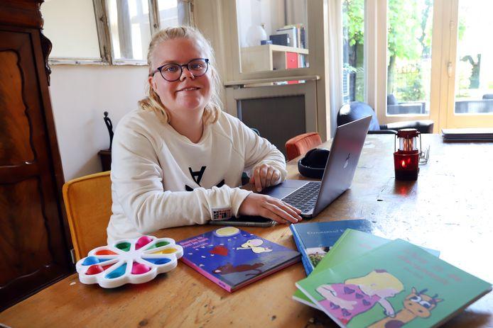 Lauri Stolk (22) heeft een licht verstandelijke beperking, maar schrijft toch boeken.