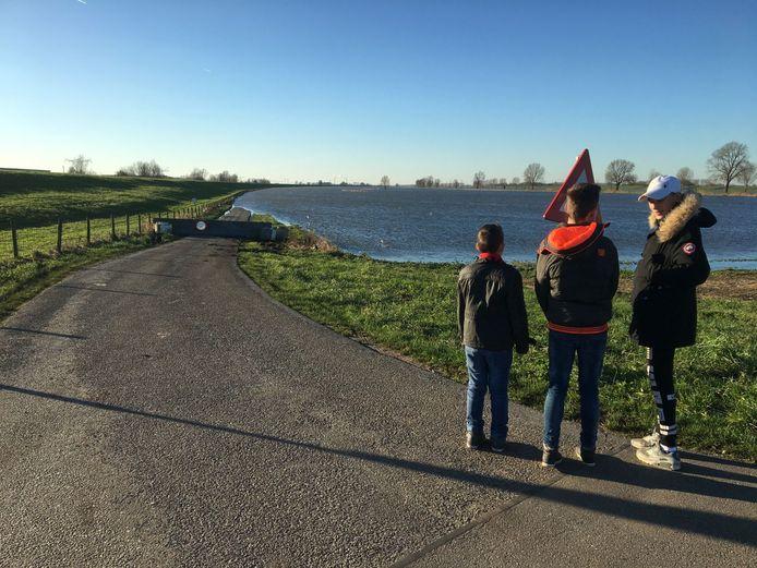 Verder wandelen in Waalwijk zat er voor Angré Floren en de kinderen niet in.
