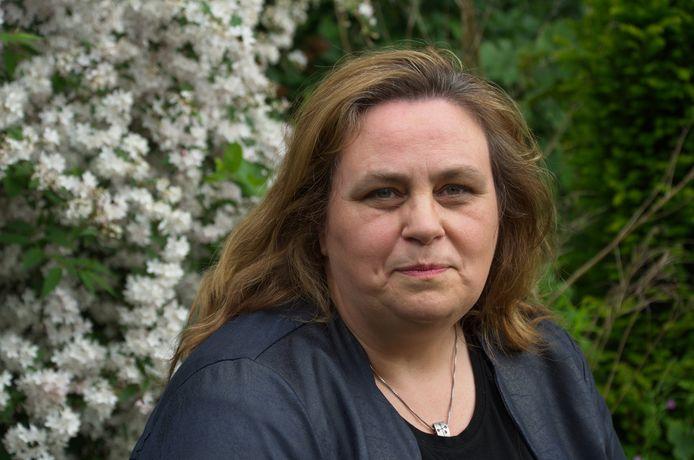 Christina Roland, roostermaker van het Rhedens in Rozendaal.