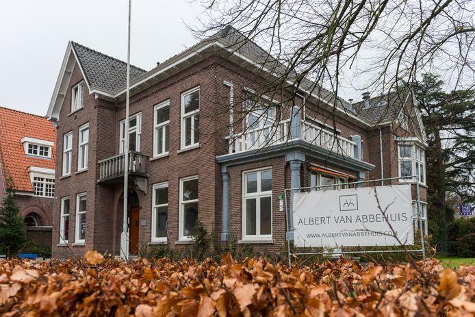Het Albert van Abbehuis aan de  Bilderdijklaan in Eindhoven. Voorlopig is de verkoop uitgesteld.