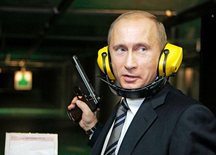 Archieffoto van de Russische president Vladimir Poetin op een schietstand van de Russische militaire inlichtingendienst GRU.