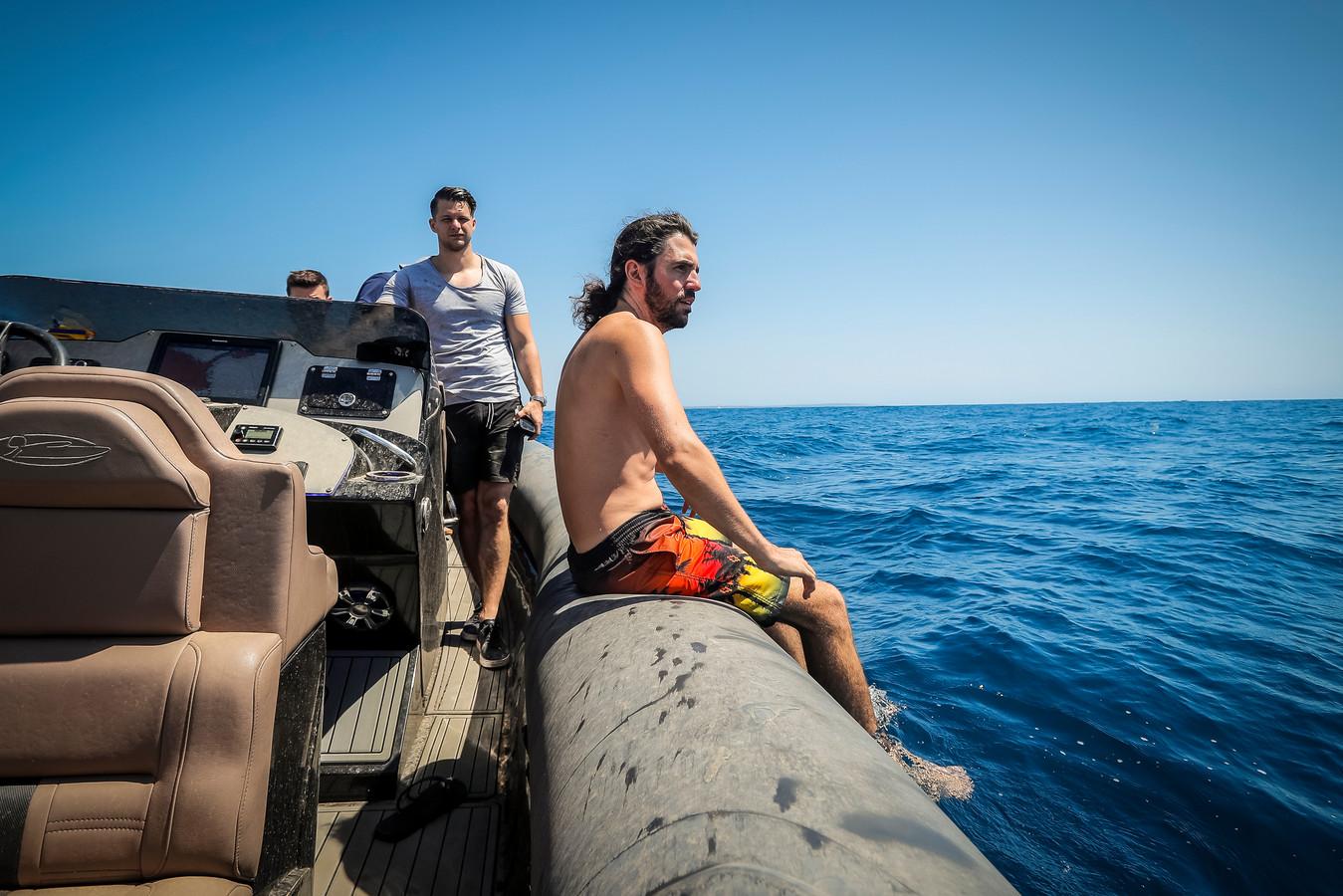 Dimitri Vegas tijdens een boottrip op Ibiza.