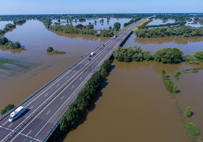 De A77 richting knooppunt Rijkevoort.