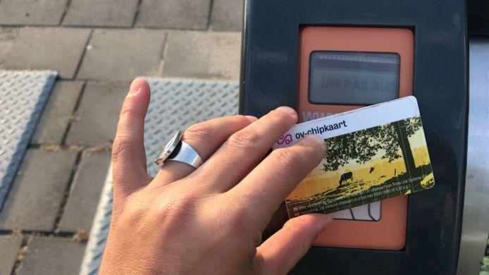 De nieuwe ondergrondse kliko's van de Avri gaan gratis open met een OV-chipkaart.