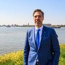 Burgemeester Aart-Jan Moerkerke (sinds 1 juni in charge in Moerdijk) wil niet het risico lopen dat de gemeente verantwoordelijk is wanneer er iets fout gaat bij het zwemmen in de haven.