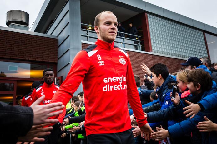 Jorrit Hendrix voorafgaand aan de eerste training met de PSV-selectie van 2018 op trainingscomplex De Herdgang.