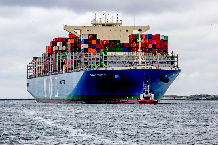 Een containerschip komt de haven van Rotterdam binnen. Beeld ANP