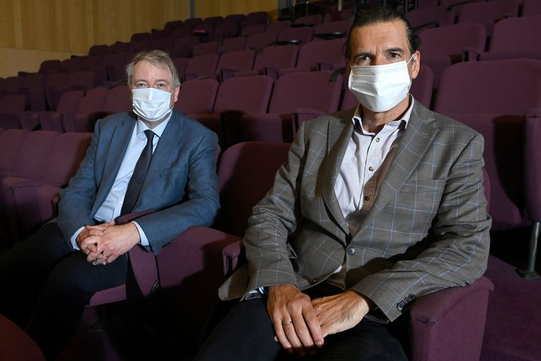 De voorzitters van beide relancecomités: professoren Koen Debackere (links) en Lieven Annemans. Beeld Photo News