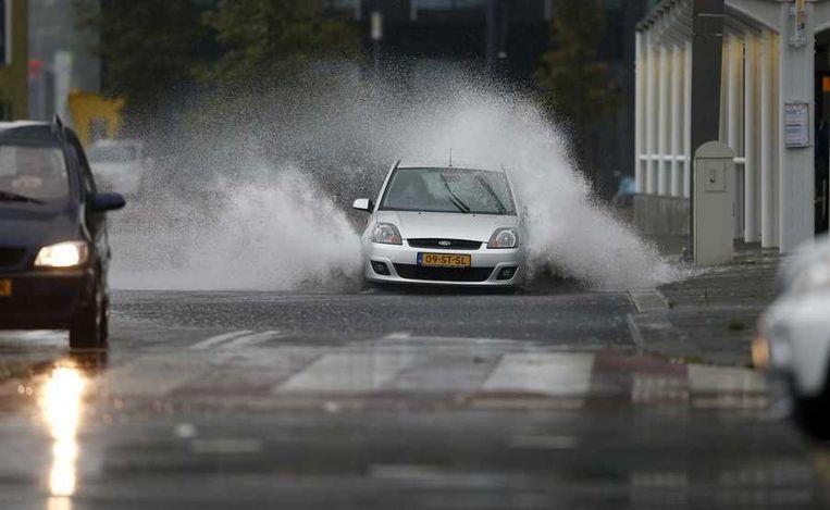 Een auto zondag in Rotterdam. Beeld anp