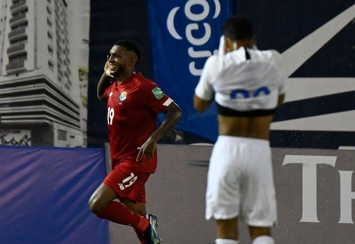 Alberto Quintero laat na zijn goal voor Panama in het heenduel de spelers van Curaçao met een kater achter.