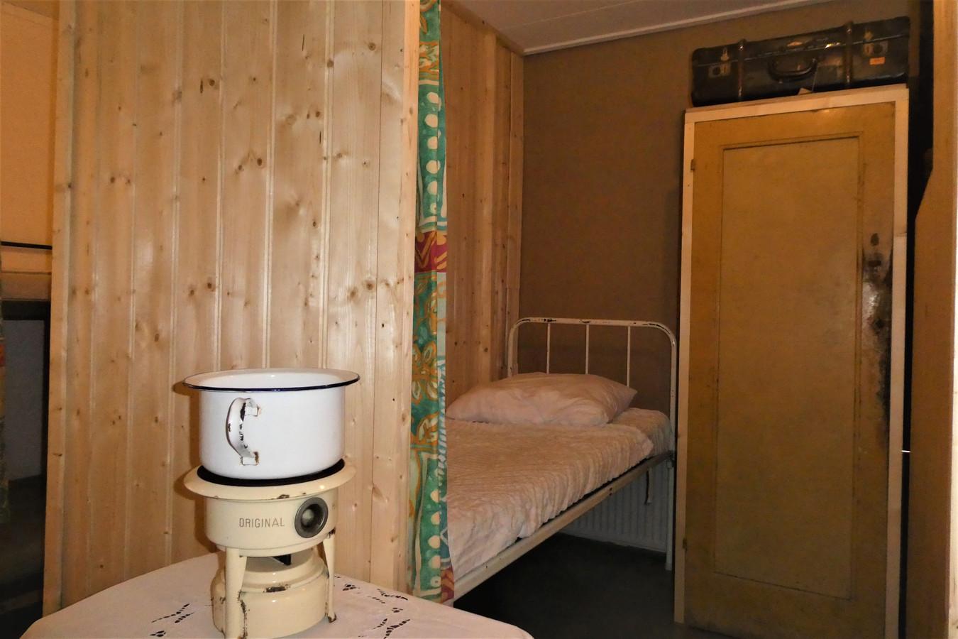 In de Beekvlietboerderij is een kleine ruimte omgebouwd tot chambrette. Zoals het er meer dan 75 jaar geleden uitzag in het gijzelaarskamp seminarie Beekvliet.