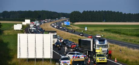 Lange file door tijdelijk afgesloten A58 richting Vlissingen