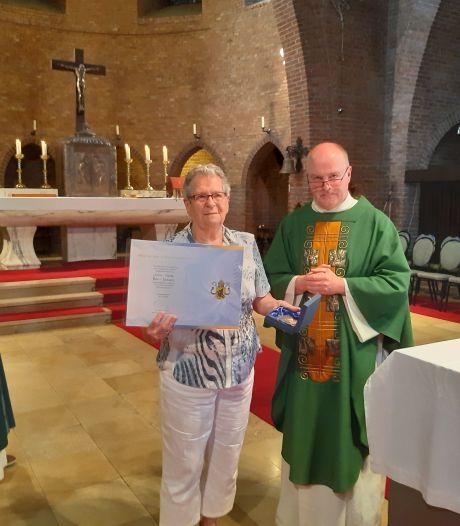 Bisschoppelijke eer voor Volkelse duizendpoot Annie Bos-Jansen: ze doet te veel om op te noemen
