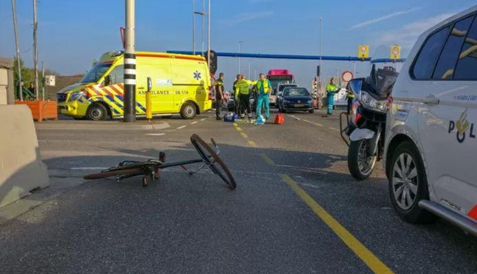 De plek waar het ongeluk in april 2019 gebeurde. De fiets van de vrouw ligt op het wegdek.