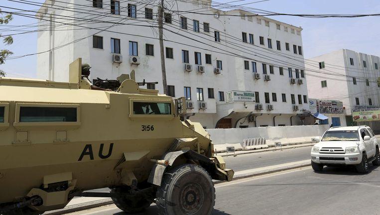 Al Shabaab voert regelmatig terreuraanvallen uit in het land. Op 28 april eindigde een gijzeling in dit hotel. Er vielen 14 doden. Beeld REUTERS