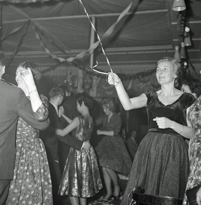 Een feestavond van Philips Direct Export in Royal, in Eindhoven in 1960