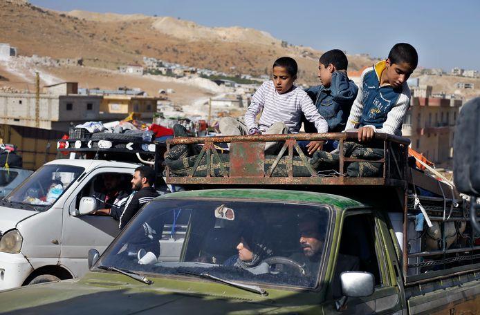 Archiefbeeld. Syrische vluchtelingen maken zich klaar om de grens met Libanon over te steken. (28/06/2018)