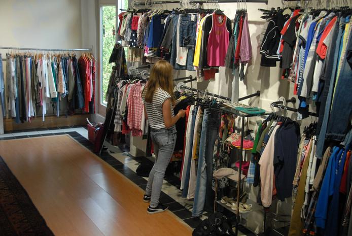 Gezinnen met een smalle beurs mochten eventjes gratis winkelen bij de Orthense kledingzaak Prinsen en Prinsessen.