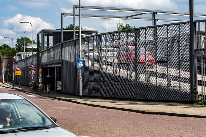 PARKEER GARAGE ONDER DE WILHELMINABRUG