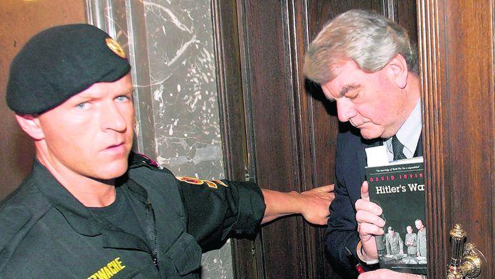 De Britse historicus David Irving in de rechtbank in Oostenrijk in 2006.