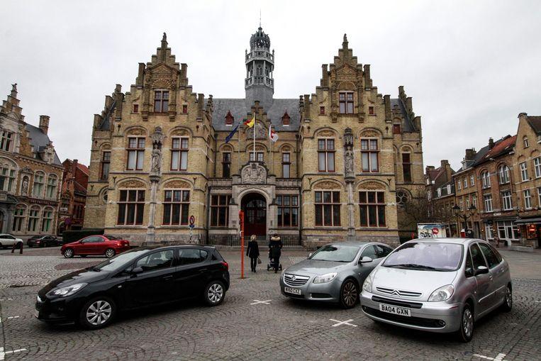 Een man uit Poperinge moet zich op de rechtbank van Ieper verantwoorden voor stalken van zijn vriendin.