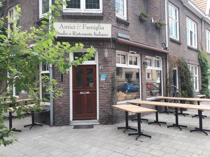 Franco Palermo heeft Amici & Famiglia verkocht. De eigenaressen van café De Unie huren de zaak van een nieuwe eigenaar.