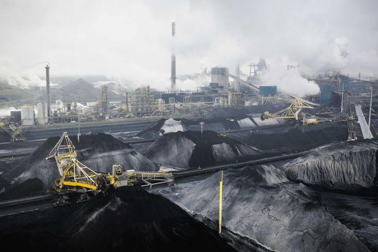 Dronefoto van staalfabrikant Tata Steel, met onder meer de hoogovens, in IJmuiden. Beeld ANP