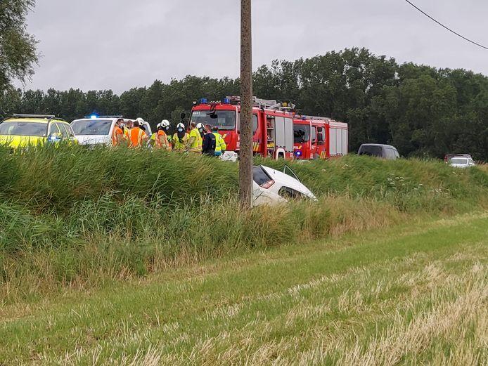 Een 25-jarige vrouw belande met haar Fiat Punto in de sloot naast de N8 in Veurne.