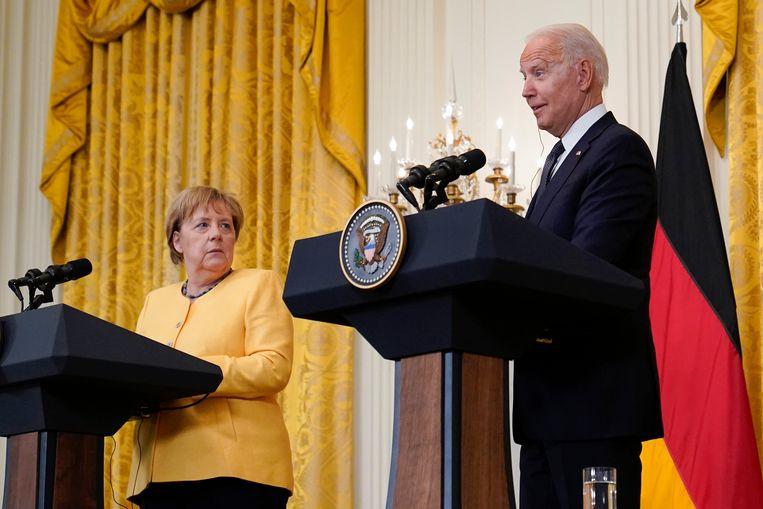 De Duitse bondskanselier Angela Merkel en de Amerikaanse president Joe Biden op de persconferentie na hun ontmoeting donderdag in het Witte Huis. Beeld AP
