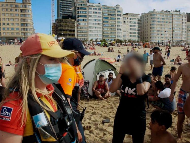 Vrouw doet alsof ze verdrinkt in zee, maar daar lachen de hulpverleners niet mee aan de kust