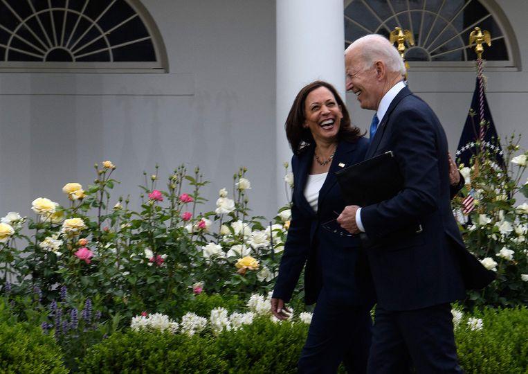 Amerikaans president Joe Biden en Amerikaans vicepresident Kamala Harris na de toespraak over mondmaskers. Beeld AFP