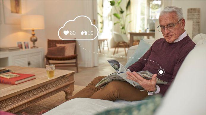 Het ziekenhuis in Sneek is gestart met de Eindhovense plak-sensor van Philips voor  thuismonitoring van coronapatiënten zodat zij eerder naar huis kunnen om daar verder te herstellen.