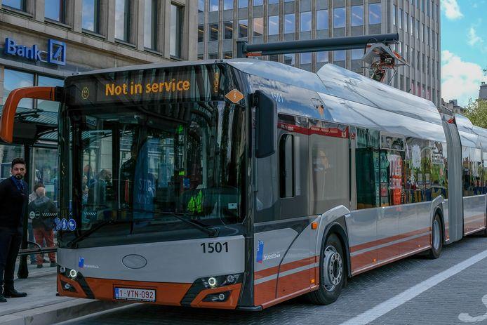 De MIVB zet vanaf maandag elektrische gelede bussen in.