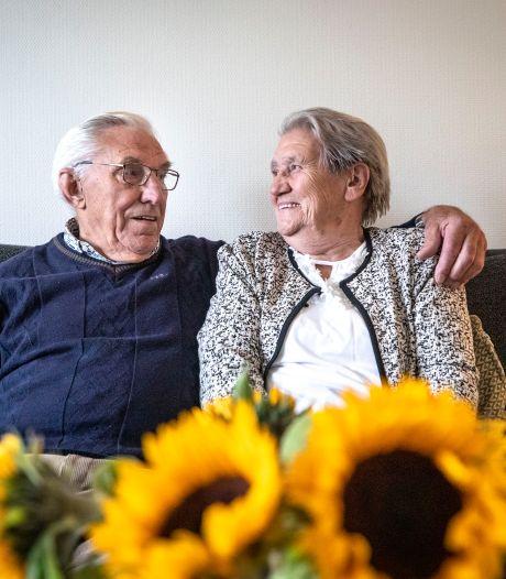 Johan en Betsy Slaghekke uit Enter vergroeid met elkaar: 'Ze gooide bierviltjes naar me'