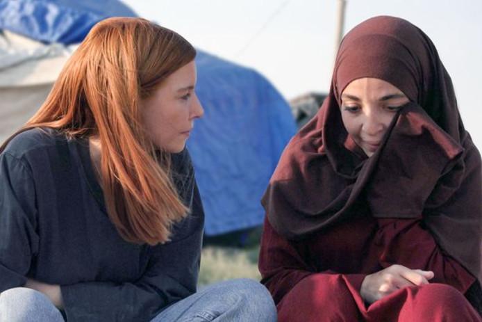 Hafida in gesprek met een verslaggeefster van de BBC.