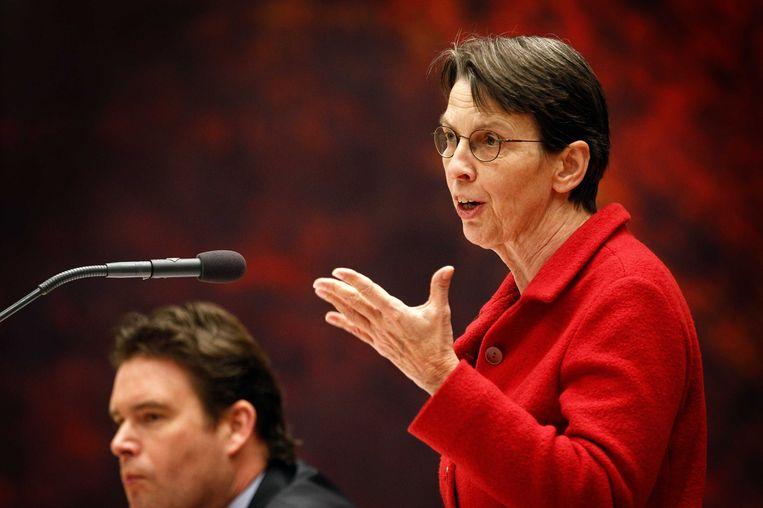 Staatssecretaris Frans Weekers (L) van Financien en staatssecretaris Jetta Klijnsma van Sociale Zaken en Werkgelegenheid tijdens het debat in Tweede Kamer over het pensioenakkoord. Beeld ANP