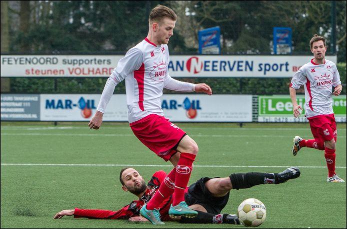 Kadir Budaklier (liggend) scoorde twee keer voor het zaterdagteam van De Braak.