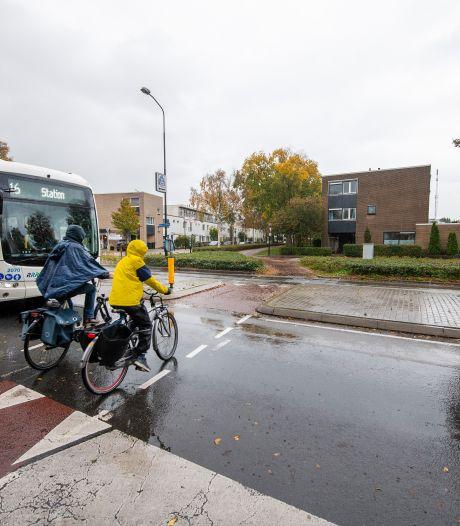 'Levensgevaarlijke' plek in Apeldoorn aangepast, toch blijft buurt boos: 'Wat los je ermee op?'