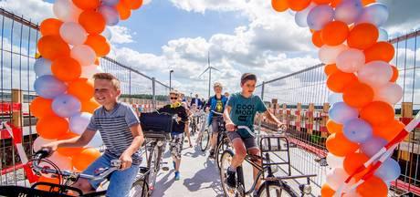 Fietsbrug over Beatrixsluis geopend