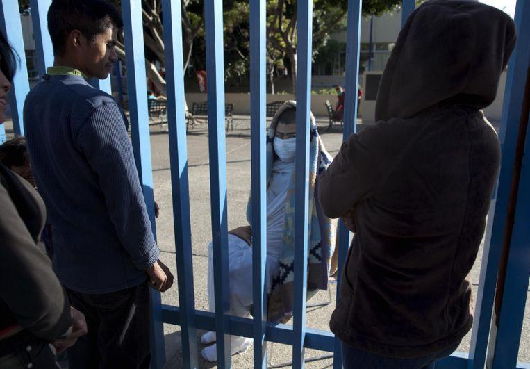 Patiënten uit het ziekenhuis in Tijuana zijn buiten geplaatst na de aardbeving.<br /> Beeld