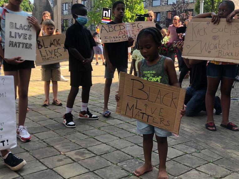 Kinderen protesteren samen. Beeld Het Parool