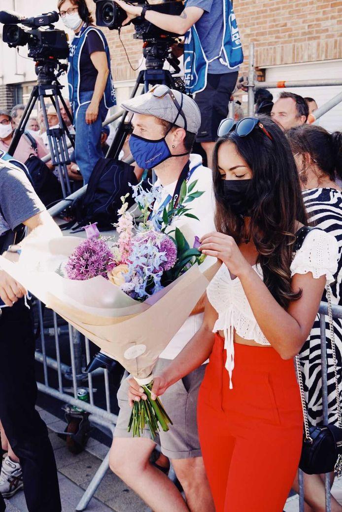 De bloemen van Evenepoel zijn voor vriendin Oumi.
