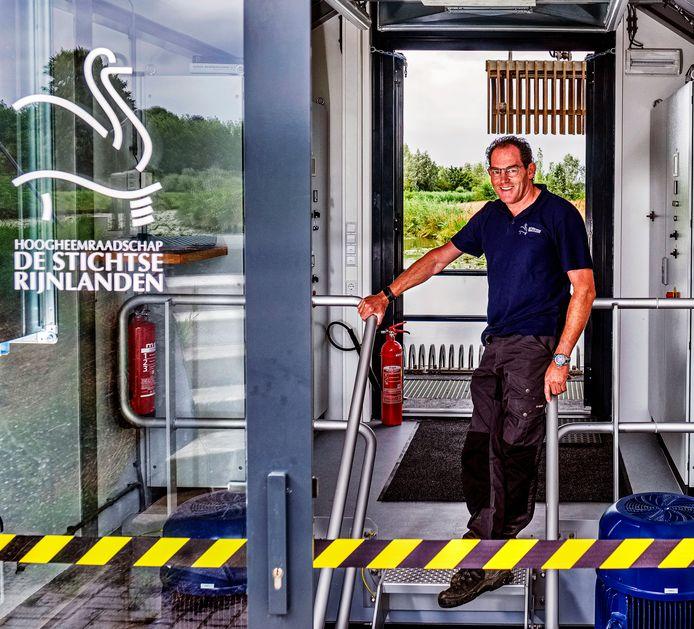 Aad Versteeg is rayonmedewerker bij het waterschap Hoogheemraadschap De Stichtse Rijnlanden in het gebied rondom de Oude Rijn.