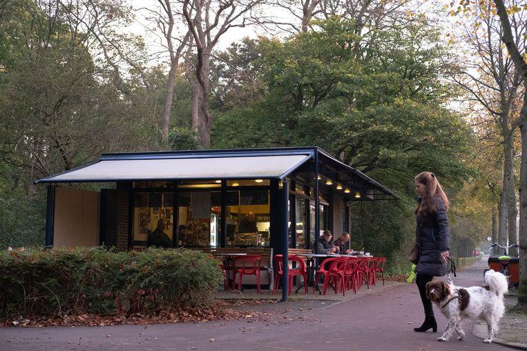 Koffietent De Prinsevink ligt mooi aan de rand van de Scheveningse Bosjes. Beeld null